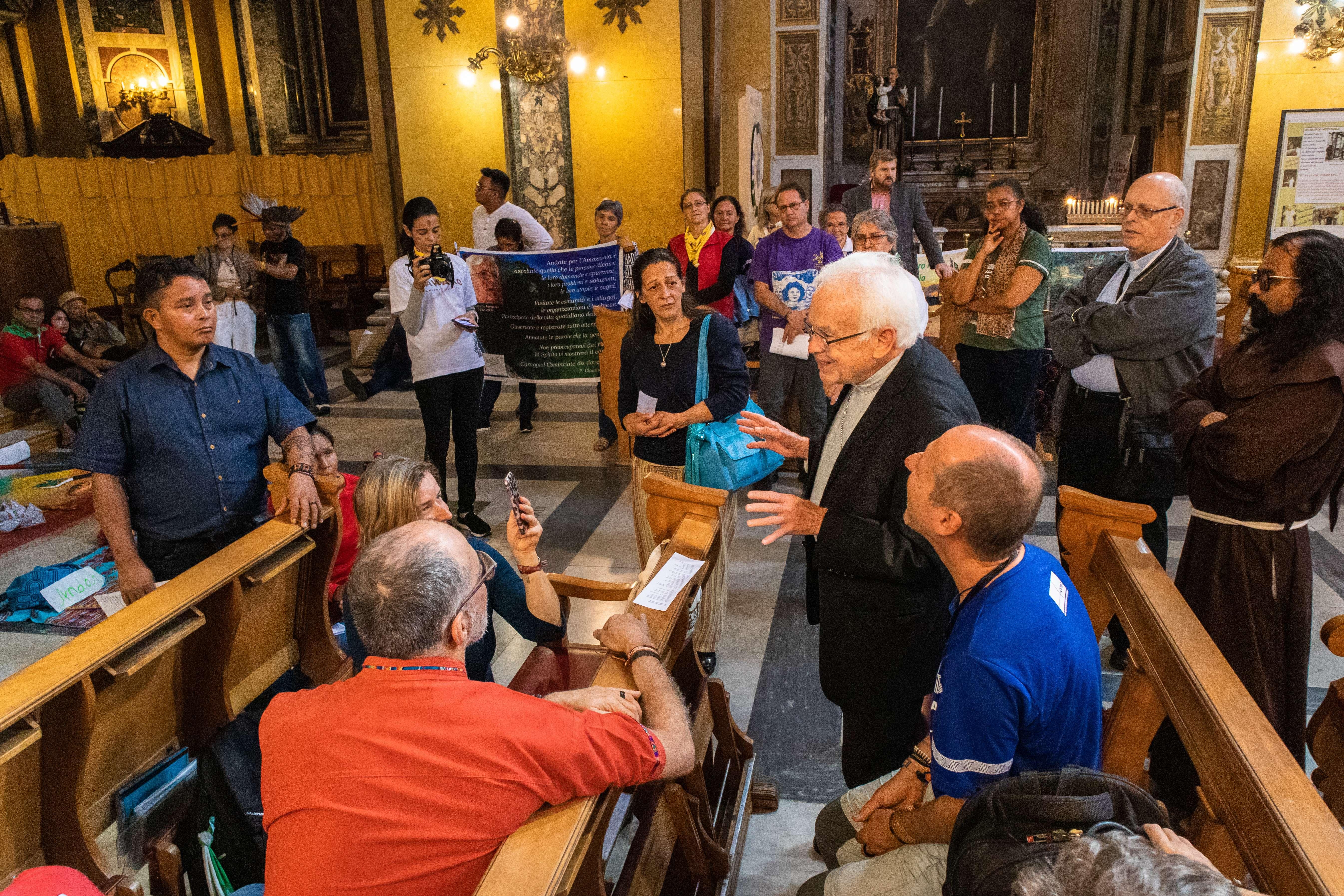 La participación de Mons.Raúl Vera, Obispo de Saltillo (México), conocido por la promoción del estilo de vida homosexual y su apoyo al lobby LGBT… dijo al lobby gay: 'son los salvadores de la Iglesia'
