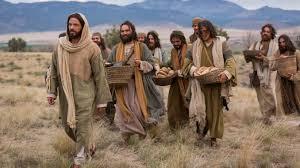 """""""Jesús tomó los panes, dijo la acción de gracias y los repartió a los que estaban sentados, y lo mismo todo lo que quisieron del pescado"""""""