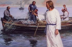 Jesús les dice:Muchachos, ¿tenéis pescado? Ellos contestaron: No. Él les dice:Echad la red a la derecha de la barca y encontraréis. La echaron y no tenían fuerzas para sacarla por la multitud de peces