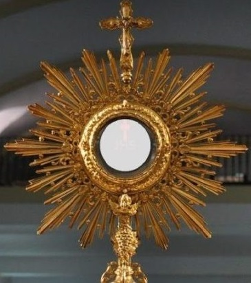 Cualquier ultraje, sacrilegio, o negligencia en torno a nuestra participación en el Banquete Eucarístico es una ofensa a la Santidad de Jesucristo, que deberá ser reparada por una justa expiación.