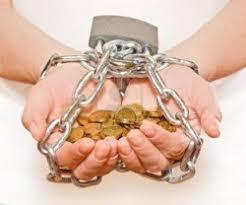 """""""¡Qué difícil les es entrar en el reino de Dios a los que ponen su confianza en el dinero! Más fácil le es a un camello pasar por el ojo de una aguja, que a un rico entrar en el reino de Dios"""""""