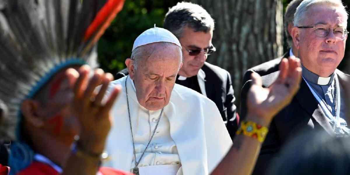El Papa Franciso preside un culto idolátrico en los Jardines del Vaticano, durante el Sínodo de la Amazonía en octubre de 2020