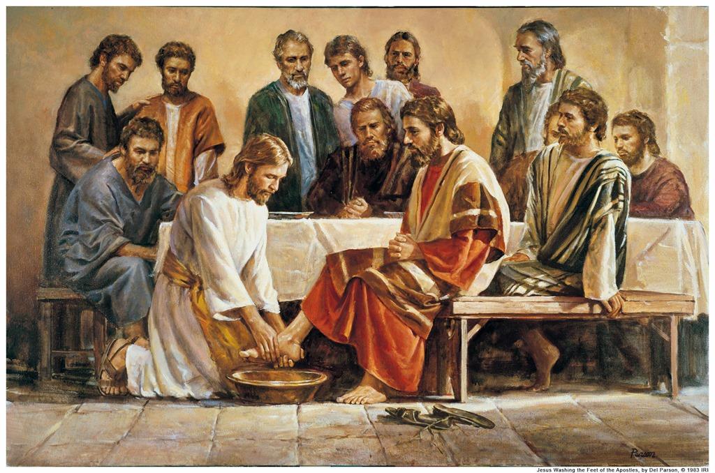 Pues si yo,el Señor y el Maestro,les he lavado los pies,ustedes también deben lavarse los pies unos a otros.Porque les he dado ejemplo,para que también ustedes hagan lo mismo que he hecho con ustedes.