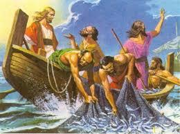Jesús dijo a Simón: No temas; desde ahora serás pescador de hombres. Ellos sacaron las barcas a tierra y, dejándolo todo, lo siguieron