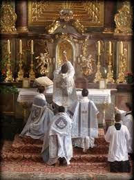 Cuando quisieron ordenarlo sacerdote, dudó antes de aceptar.  Lo que finalmente lo hizo decidirse, fue la certeza de que celebrando diariamente la Santa Misa, iba a ayudar más eficazmente a las almas.