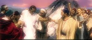 Sin duda me recitaréis aquel refrán: Médico, cúrate a ti mismo; haz también aquí en tu tierra lo que hemos oído que has hecho en Cafarnaúm. Os aseguro que ningún profeta es bien mirado en su tierra.